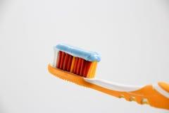 Зубная щетка с зубной пастой Стоковое Изображение