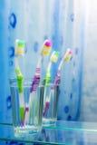 2 зубной щетки в ванной комнате Стоковые Изображения