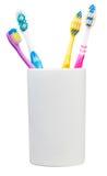 4 зубной щетки в керамическом стекле Стоковое Изображение