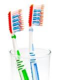2 зубной щетки в стеклянном beaker Стоковые Изображения