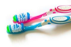 2 зубной щетки изолированной на белой предпосылке стоковые изображения rf