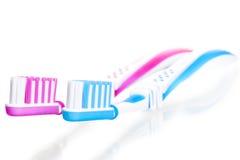2 зубной щетки на белизне Стоковые Изображения RF