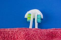 2 зубной щетки повернутая прочь и сон Стоковые Фотографии RF