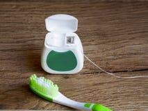 Зубоврачебная зубочистка и thoothbrus стоковая фотография rf