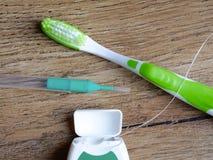 Зубоврачебная зубочистка, interdental щетка и зубная щетка стоковые изображения