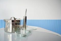 Зубоврачебное оборудование на зубоврачебном блоке Стоковые Фото