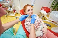 Зубоврачебный офис, зубоврачебная обработка, предохранение здоровья стоковое изображение rf