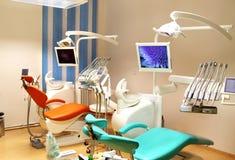 Зубоврачебный офис клиники с оборудованием Стоковая Фотография