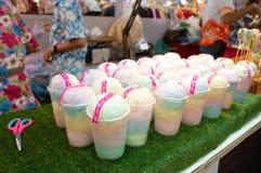 Зубочистка Mai или конфеты Sai сладостная и пушистая в стеклянном пластичном готовом t стоковые фото