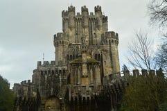 Зубчатые стены заднего фасада замка Butron, замка построенного в средних возрастах Перемещение истории архитектуры Стоковое Изображение RF