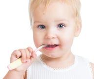 Зубы и усмехаться чистки младенца Стоковое Фото