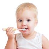 Зубы и усмехаться чистки младенца Стоковая Фотография