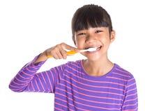 Зубы маленькой девочки чистя щеткой VI Стоковое Изображение