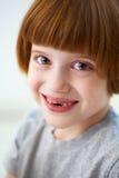 зубы милой передней девушки пропуская ся Стоковые Фото