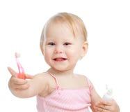 зубы младенца изолированные чисткой сь белые Стоковые Изображения