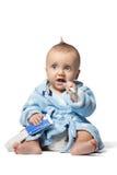 Зубы ребенка чистя щеткой, изолированные на белой предпосылке Стоковые Изображения RF