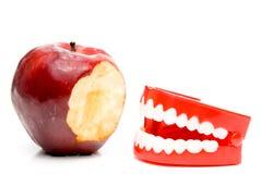 зубы яблока стоковая фотография