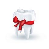Зуб с красным смычком Стоковое Фото