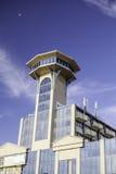 Здание башни с ретро чувством scifi к архитектуре Стоковые Фото