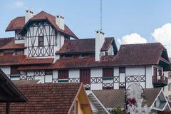 Здание Бразилия тимберса Gramado половинное Стоковое Фото