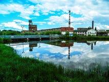 Здание бумажной фабрики в русском городе Kondrovo зоны Kaluga Стоковая Фотография RF