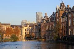 Здание в осени, Голландия правительства Гааги стоковые изображения