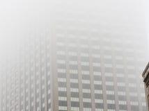 Здание в тумане Стоковое Изображение RF