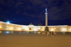 Здание генерального штаба и столбец Александра на дворце придают квадратную форму Стоковые Изображения