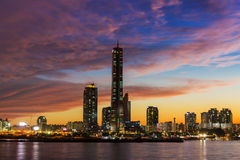 Здание города на ноче Стоковое фото RF