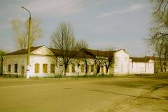 Здание дезертированное ретро кино в Стоковые Фото