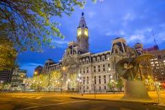 Здание здание муниципалитета Филадельфии историческое на сумерк Стоковые Изображения