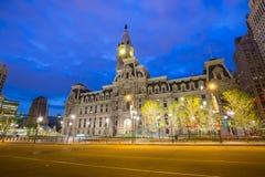 Здание здание муниципалитета Филадельфии историческое на сумерк Стоковые Изображения RF