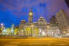 Здание здание муниципалитета Филадельфии историческое на сумерк Стоковая Фотография RF