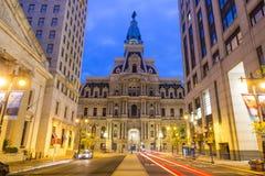 Здание здание муниципалитета Филадельфии историческое на сумерк Стоковое Фото