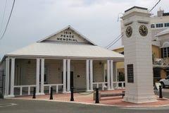Здание 1919 и башня с часами мира мемориальное чествуя царствование короля Джордж v на городке Джордж Стоковая Фотография