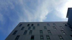 Здание и небо Стоковое Изображение