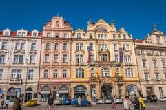 Здание магазина на старой городской площади Стоковое Изображение RF