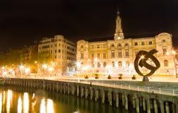 Здание муниципалитет Бильбао на ноче Стоковые Изображения RF