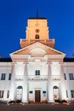 Здание муниципалитет белого здания старый в Минске, Беларуси Стоковые Фотографии RF
