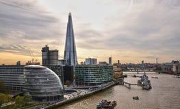 Здание муниципалитет Лондона и черепок Стоковая Фотография