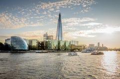 Здание муниципалитет Лондона на заходе солнца Стоковые Изображения RF