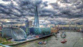 Здание муниципалитет Лондона thames черепок Стоковое Изображение