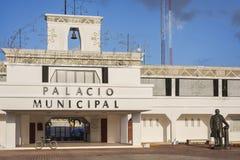 Здание муниципалитет Майя Playa del Carmen, Ривьеры, Мексика стоковое изображение