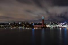 Здание муниципалитет Стокгольма к ноча Стоковое Изображение