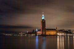 Здание муниципалитет Стокгольма к ноча Стоковая Фотография RF