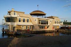 Здание на воде Стоковое фото RF