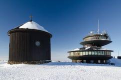 Здание на пике горы Snezka, чехии Стоковое Изображение RF
