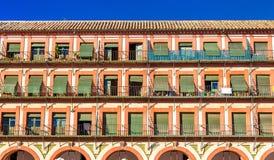 Здание на Площади de Ла Corredera в Cordoba, Испании стоковая фотография