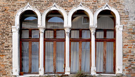 Здание окна и кирпичной стены стоковые изображения