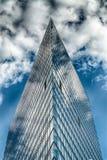 Здание офиса стеклянное в конспекте Стоковая Фотография RF